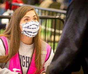Senior exercise science major Erin Goaley relishes in her job helping others by volunteering at the COVID-19 vaccination clinics at Creighton.